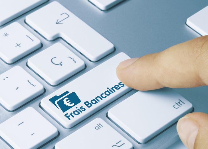 Plafonnement frais bancaires: quels montants et recours en cas de dépassement