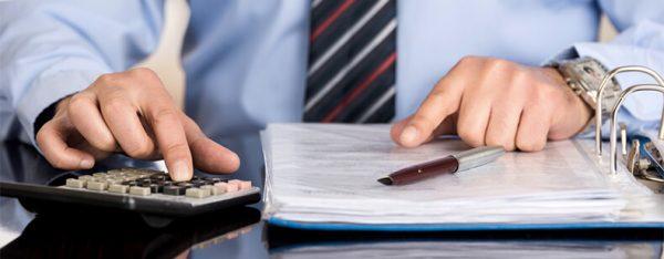 lettre de demande de remise gracieuse de frais bancaires : comment payer moins cher ?